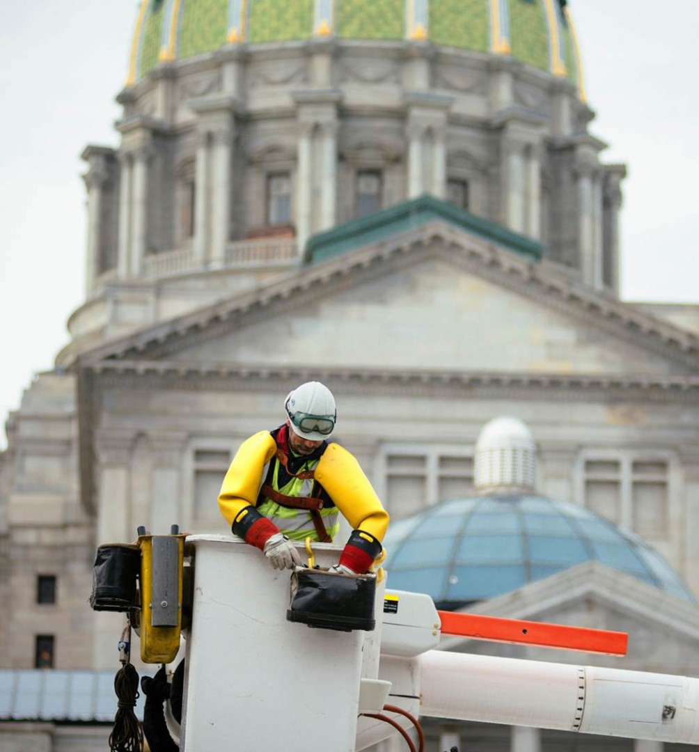 Harrisburg-Lineman_Capitol-photo